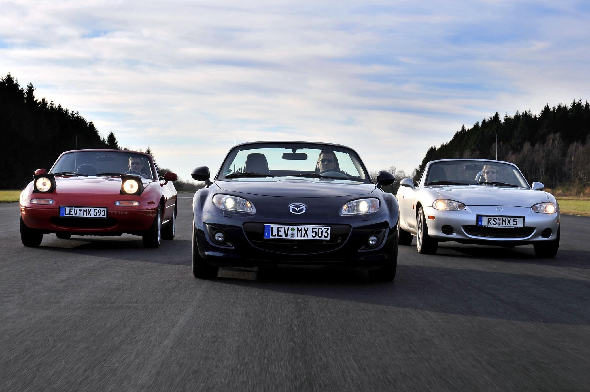 Mazda MX 5 Miata 25th Anniversary Gathering Front View1