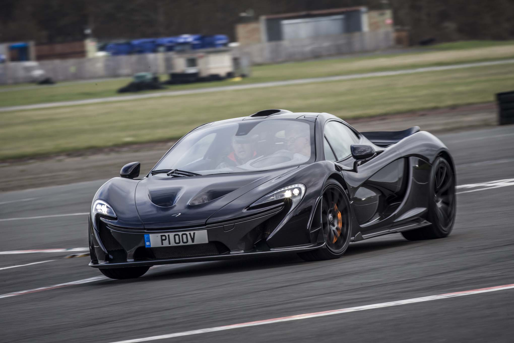 https://st.automobilemag.com/uploads/sites/11/2014/03/2014-Mclaren-P1-black-front-end-in-motion-04.jpg