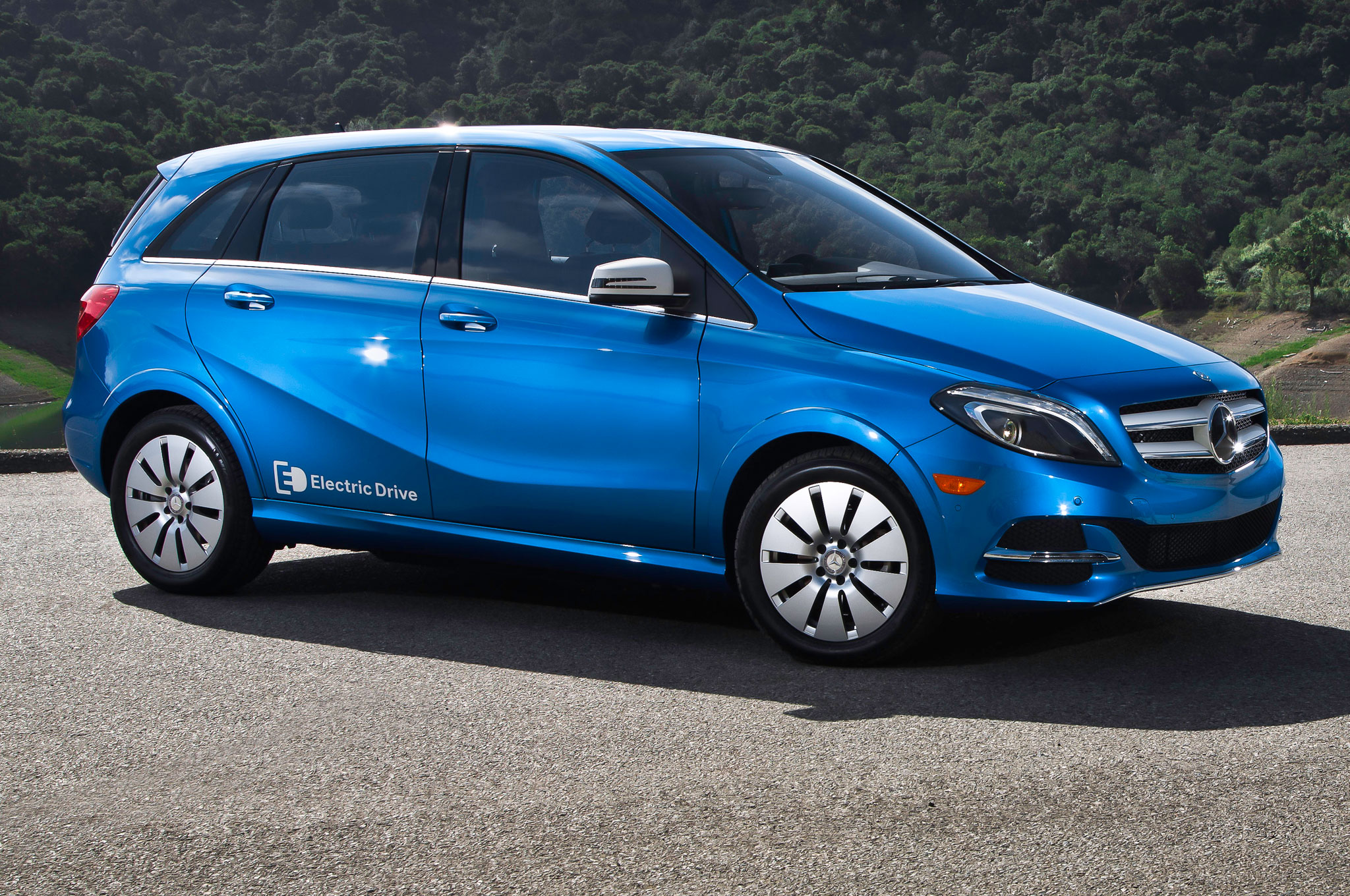 2014 Mercedes Benz B Class Electric Drive Front Side View Posing1