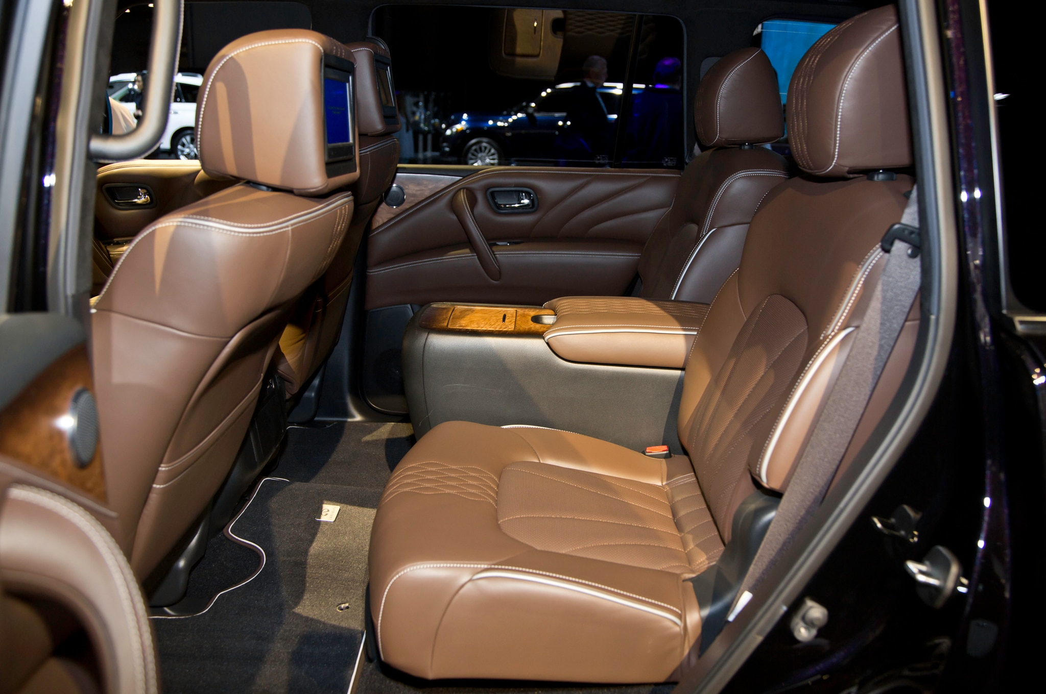 2015 infiniti qx80 refreshed in new york automobile magazine. Black Bedroom Furniture Sets. Home Design Ideas