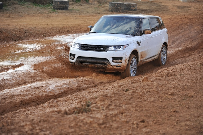 2014 Land Rover Range Rover Sport Front Three Quarters 02