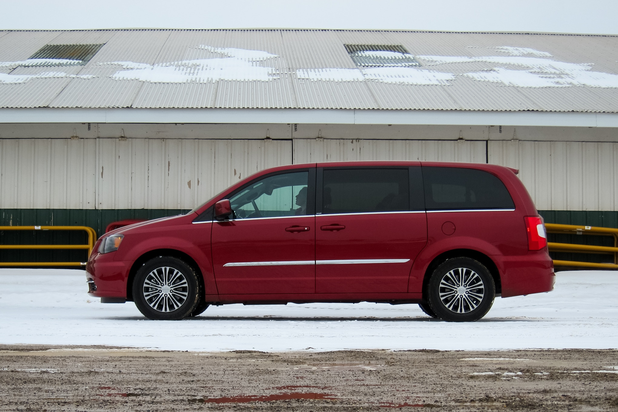 2014 Chrysler Town And Country Profile1