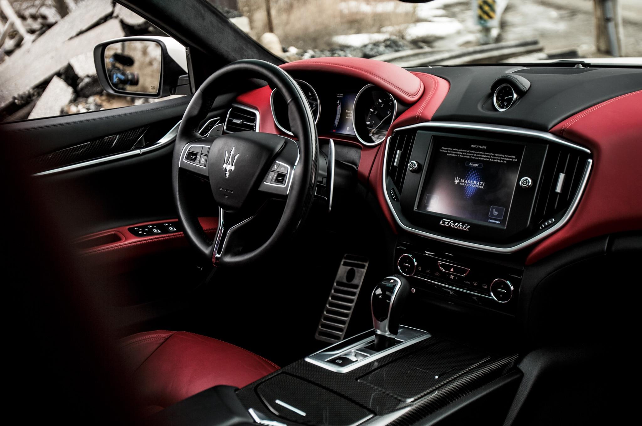 https://st.automobilemag.com/uploads/sites/11/2014/06/2014-Maserati-Ghibli-S-Q4-interior.jpg