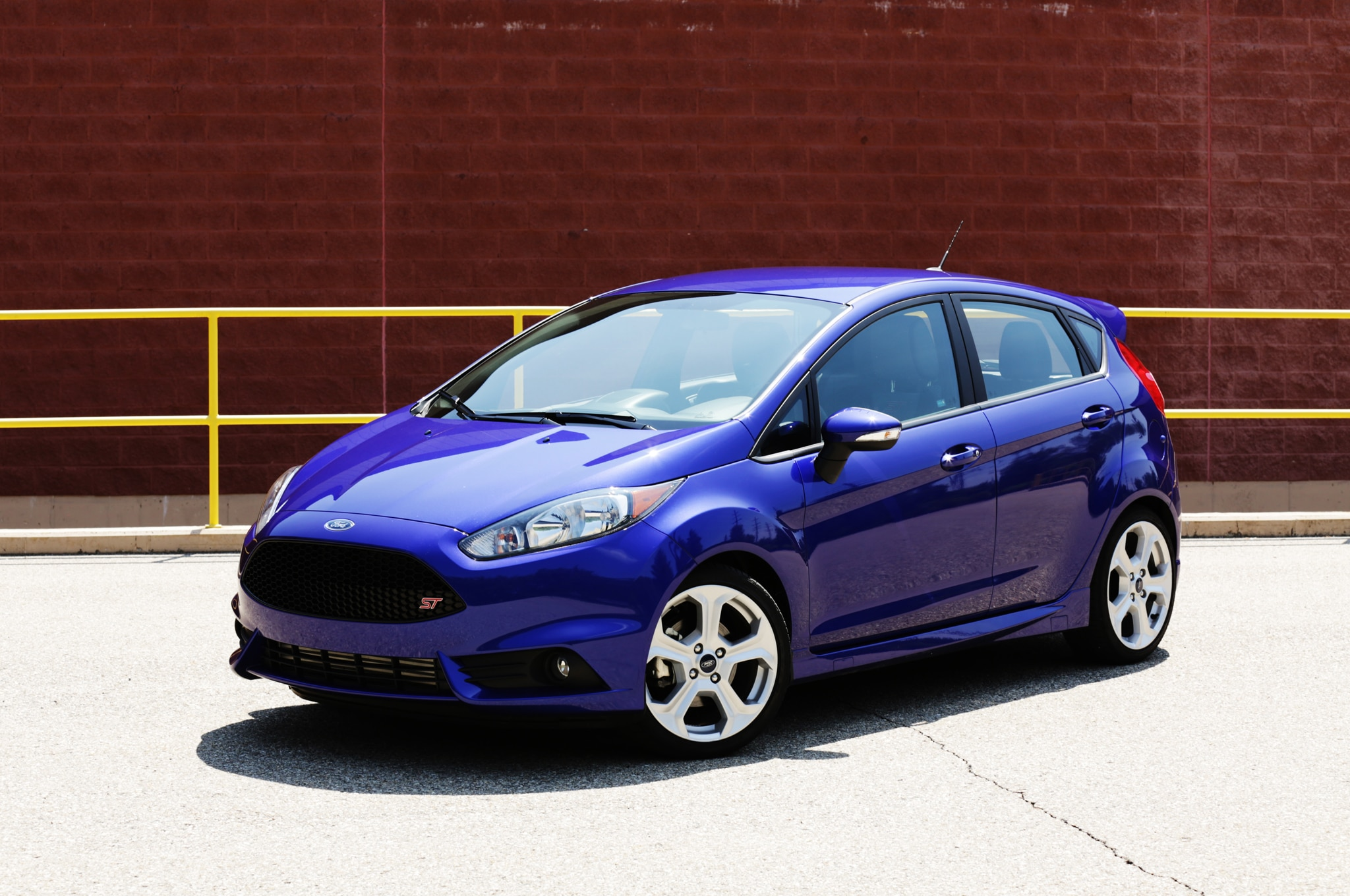 2014 Ford Fiesta St Front Three Quarters 021