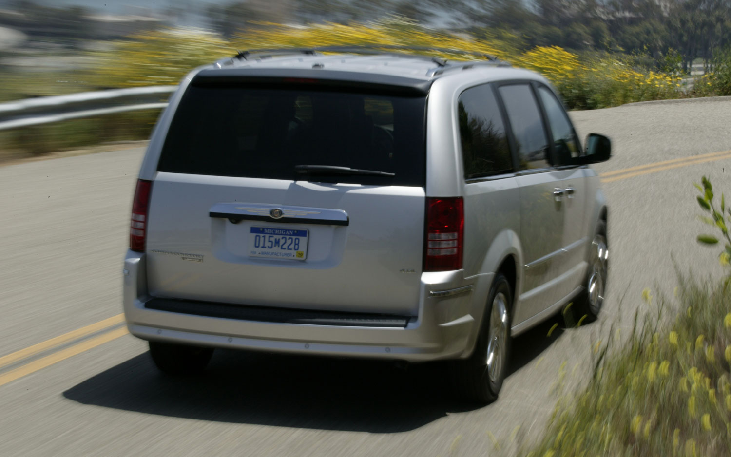 2008 Chrysler Town Country Rear Three Quarter
