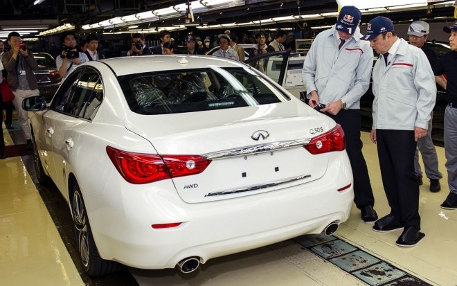 2014 Infiniti Q50 with Carlos Ghosn and Johan de Nysschen factory