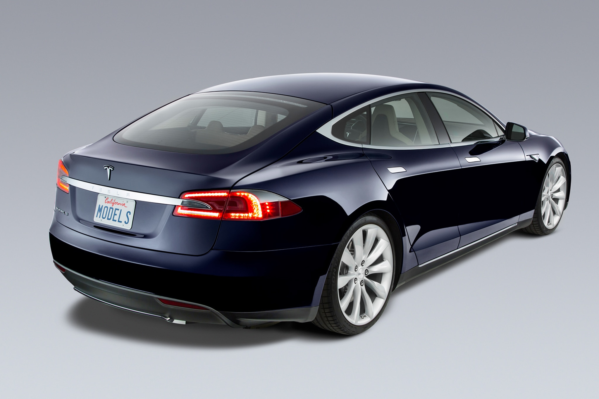 2014 Tesla Model S Rear Three Quarters1