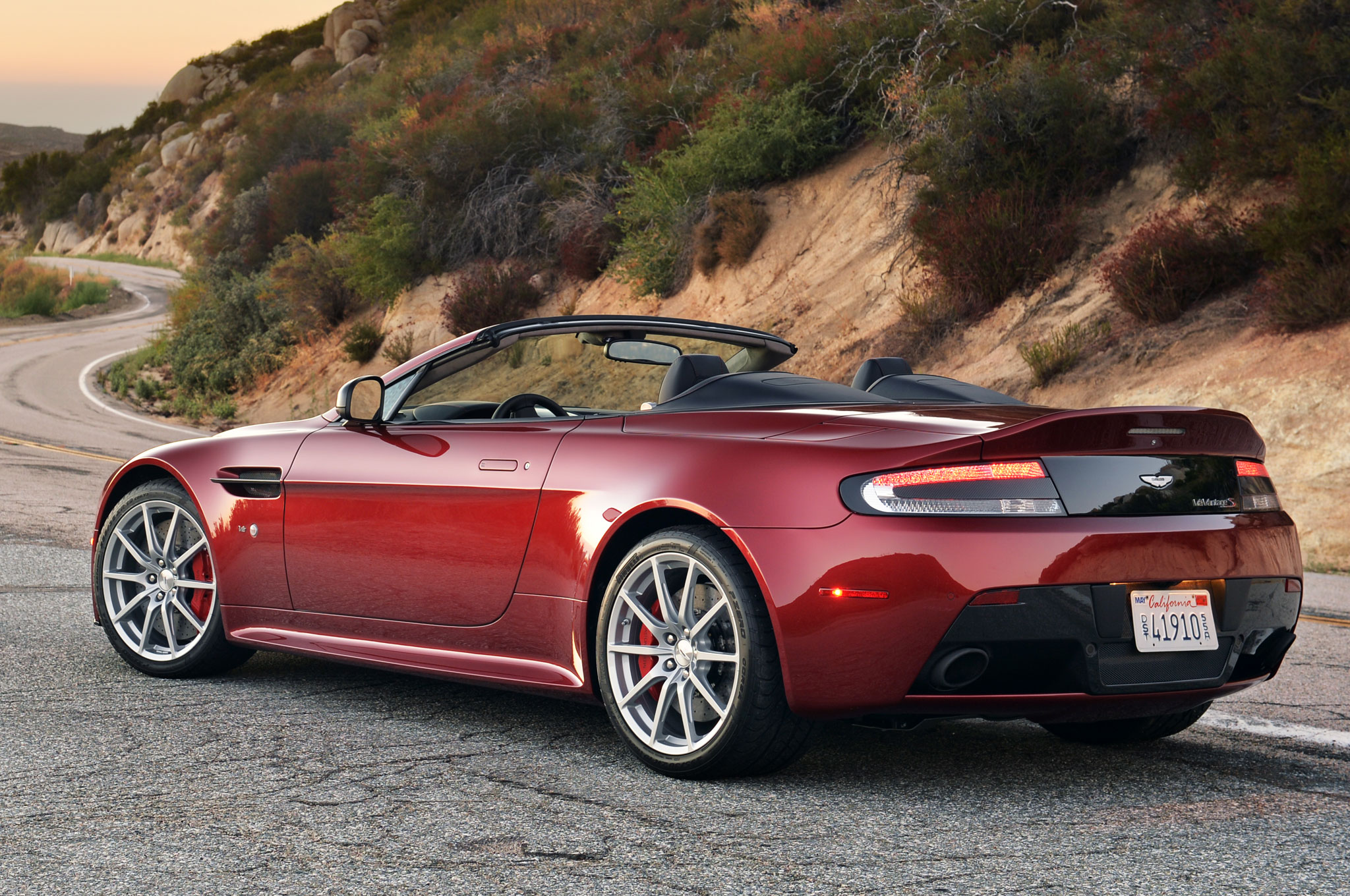 The 2017 Aston Martin V12 Vantage S Will Offer A 7 Speed Manual
