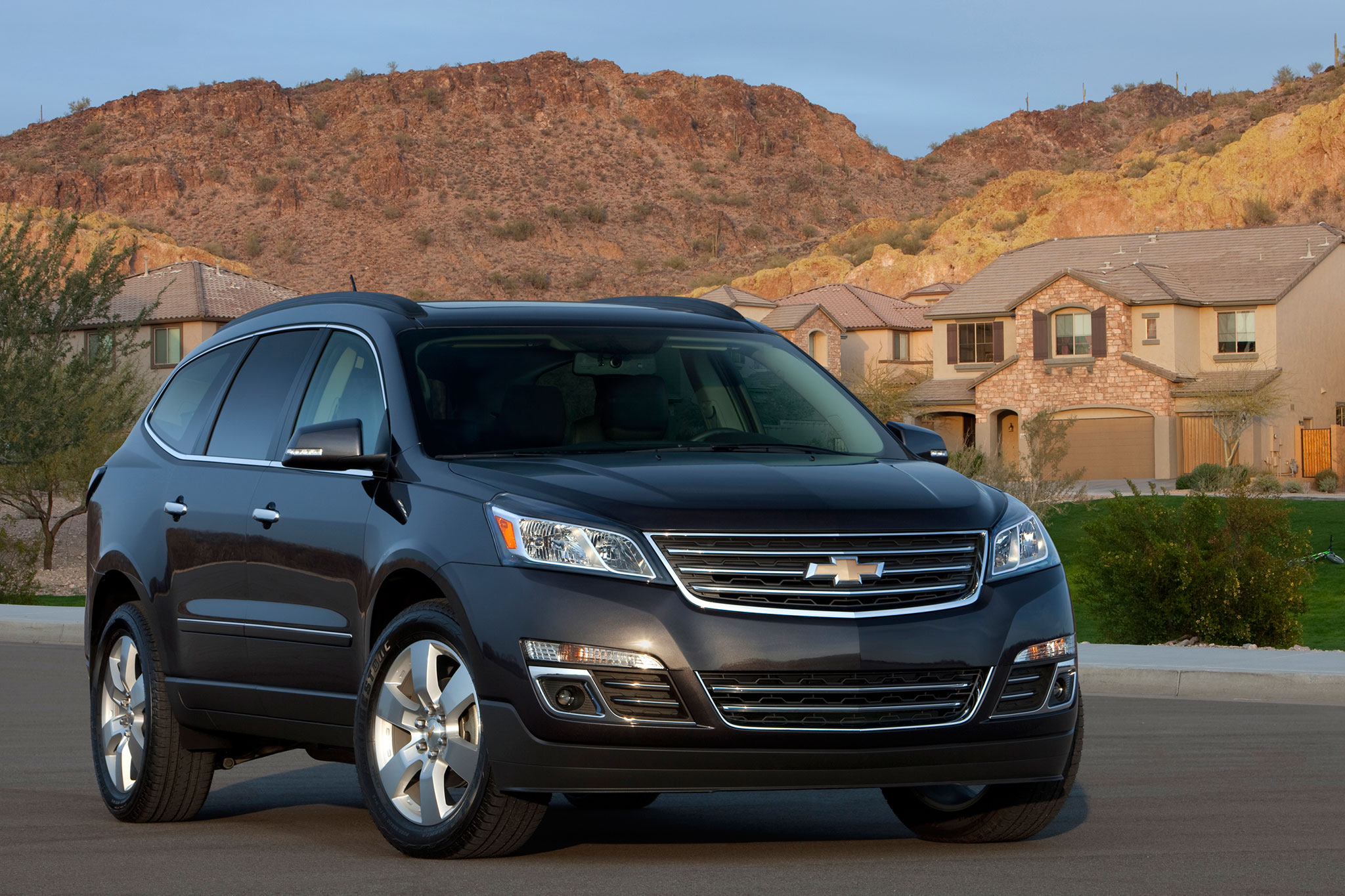 2017 Chevrolet Traverse Ltz Front View