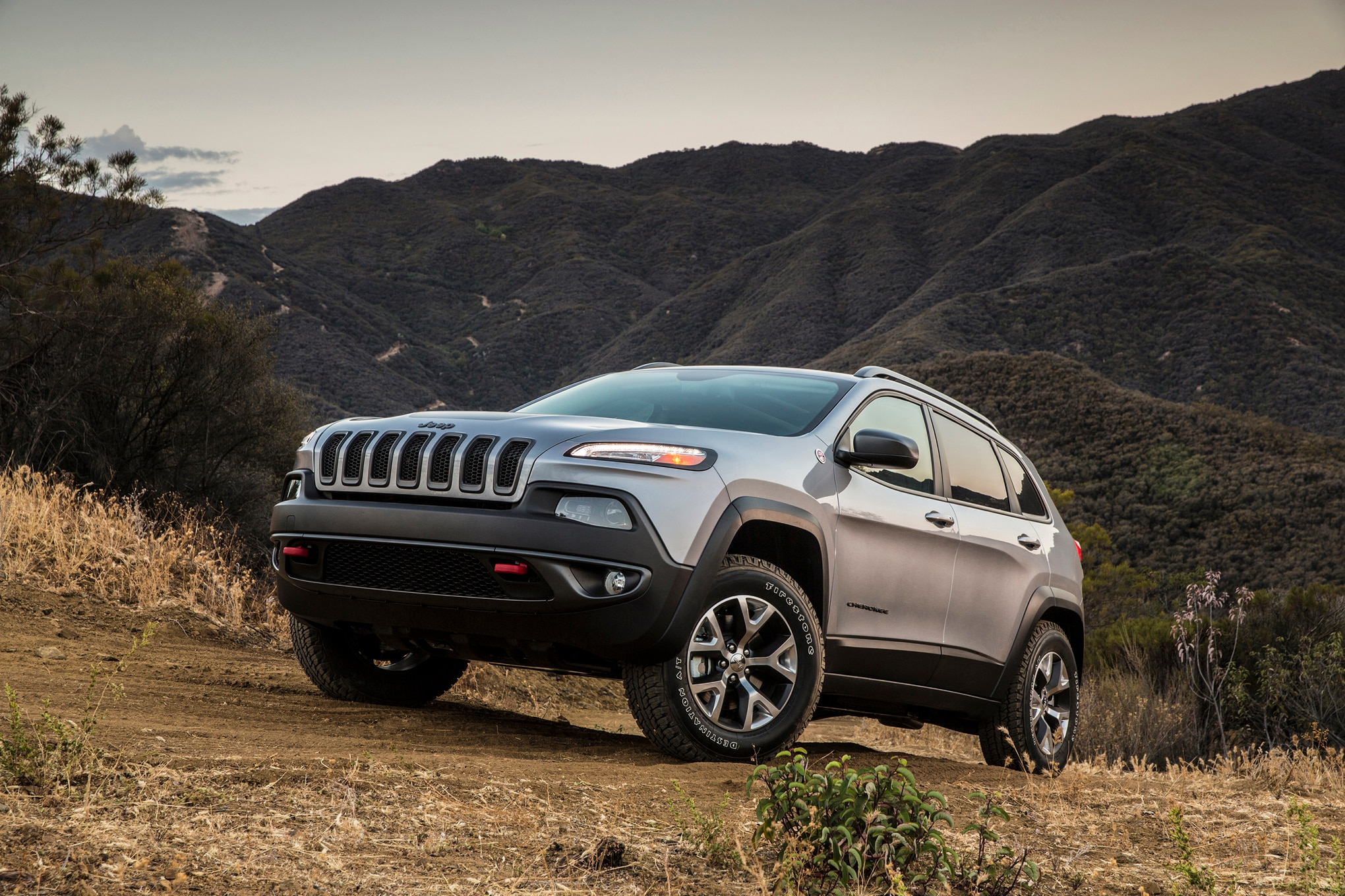 2015 Jeep Cherokee Trailhawk Front Three Quarter 031