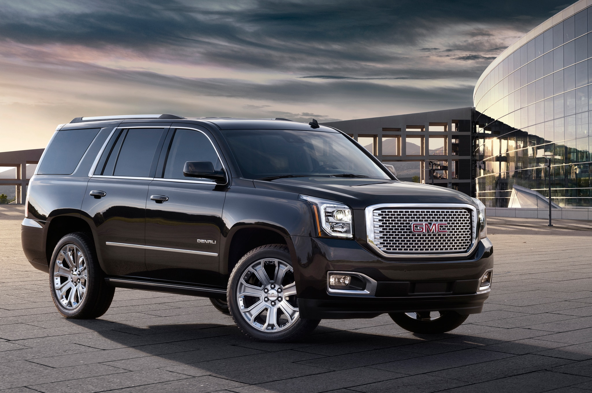 2015 GMC Yukon Denali Front Three Quarters View