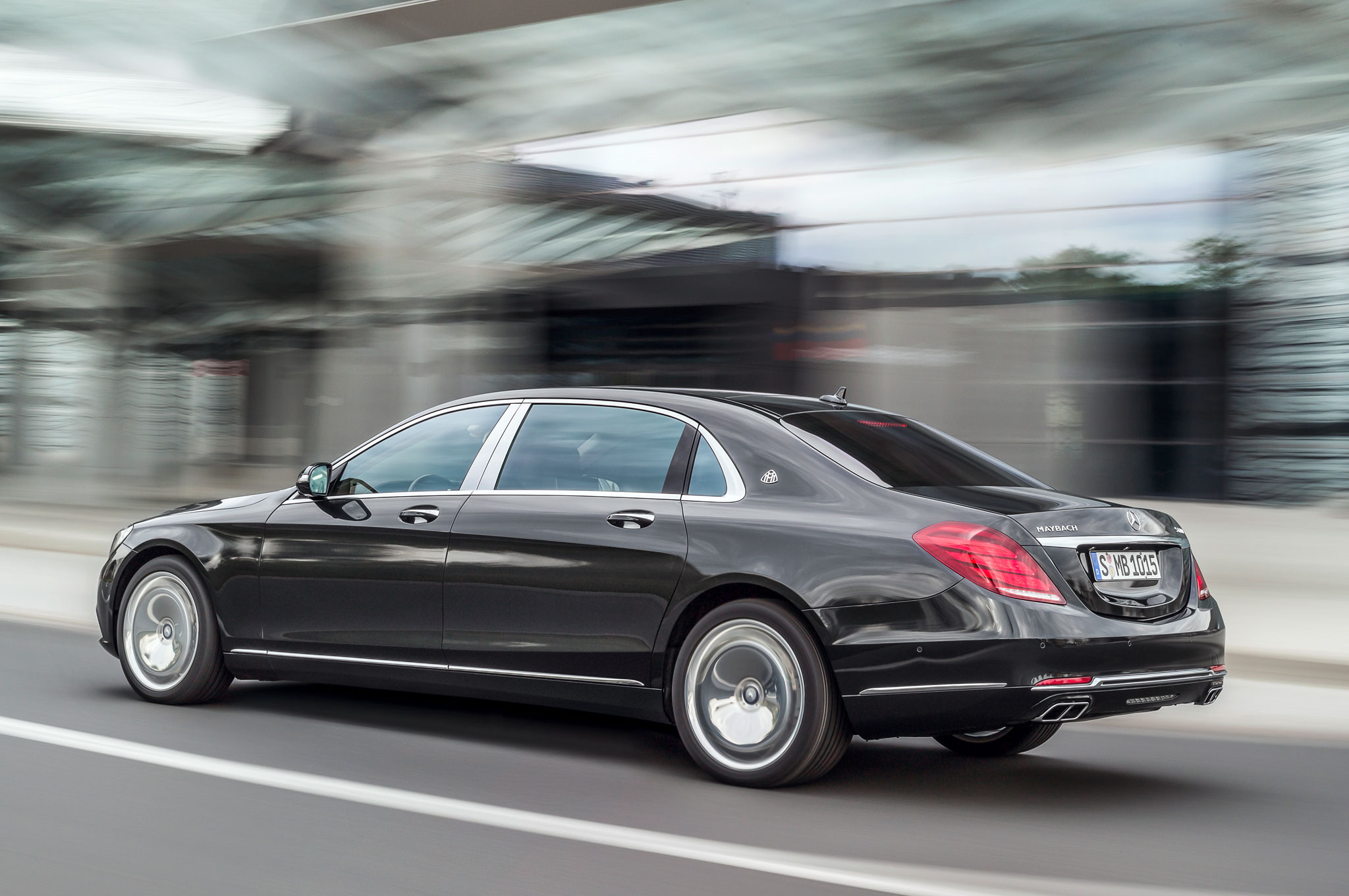 https://st.automobilemag.com/uploads/sites/11/2014/11/2016-Mercedes-Maybach-S600-rear-three-quarter-in-motion-1.jpg