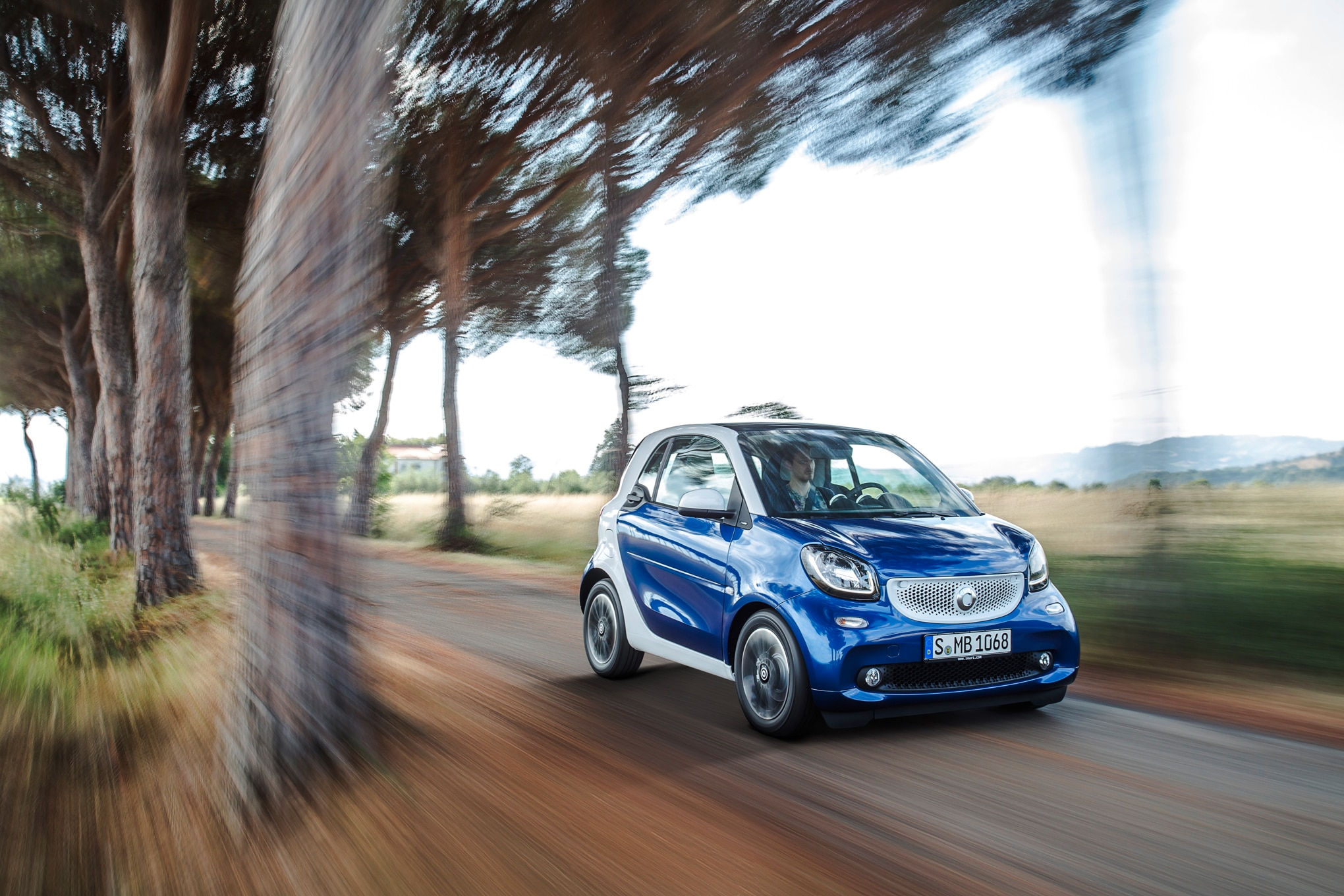 2016 Smart ForTwo Front Three Quarter In Motion 041