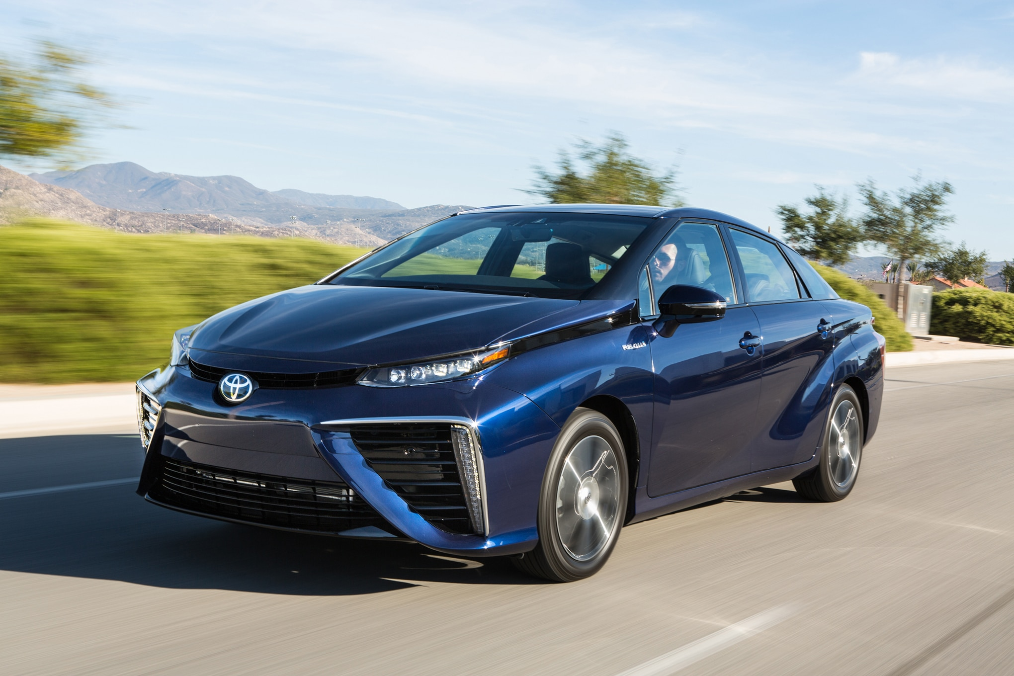 2016 Toyota Mirai Front Three Quarter In Motion 031