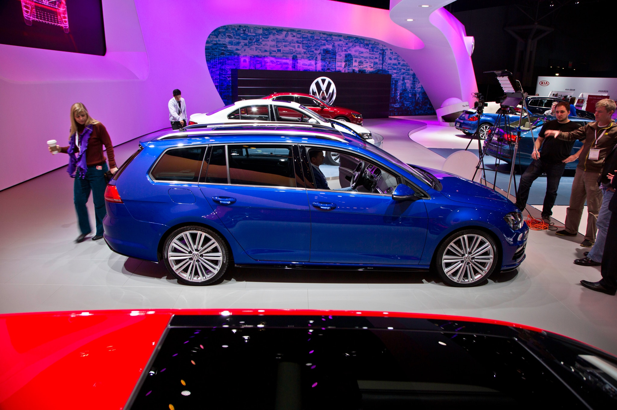 Volkswagen Golf Sportwagen TDI 4Motion Concept Side