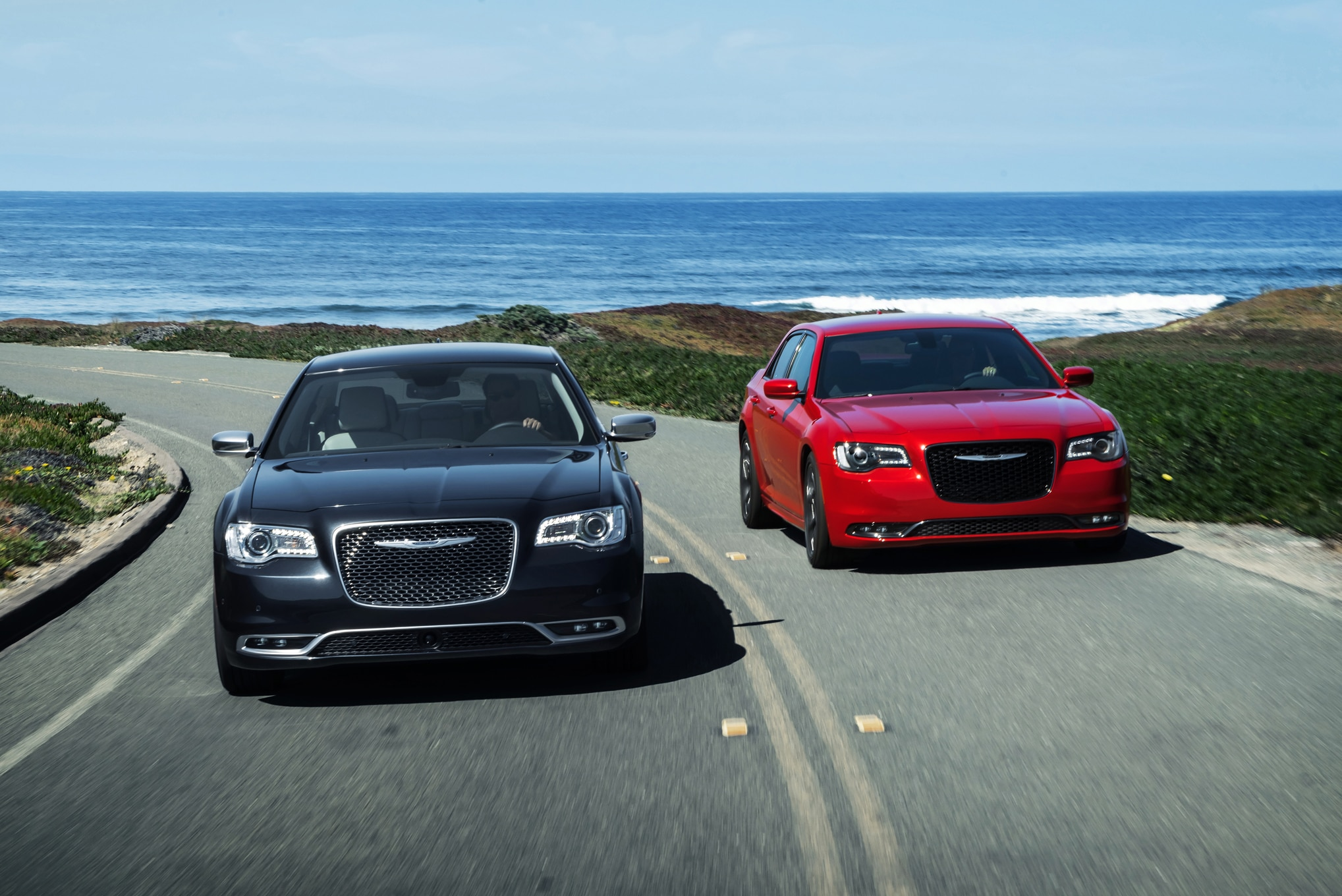 2015 Chrysler 300S And Chrysler 300C Platinum Front End In Motion 02