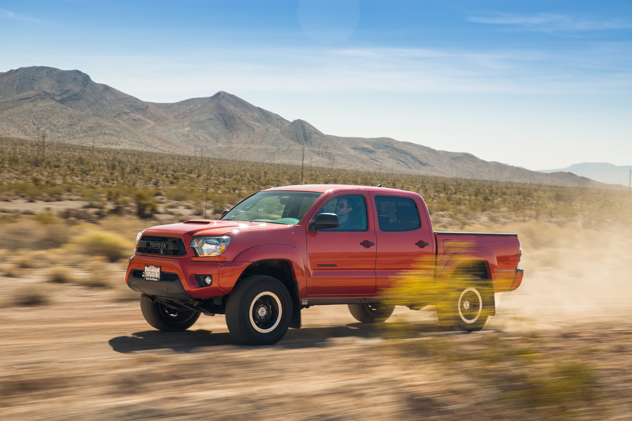 2015 Toyota Tacoma TRD Pro Side In Motion 05