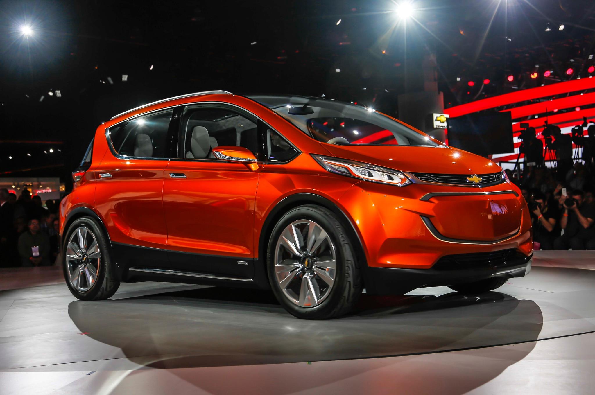 2015 Chevrolet Bolt EV Concept Front Three Quarters 02
