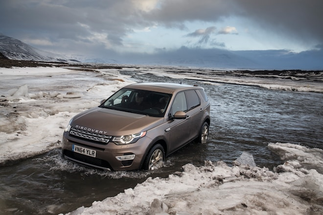 2015 Land Rover Discovery Sport Front Three Quarter 041