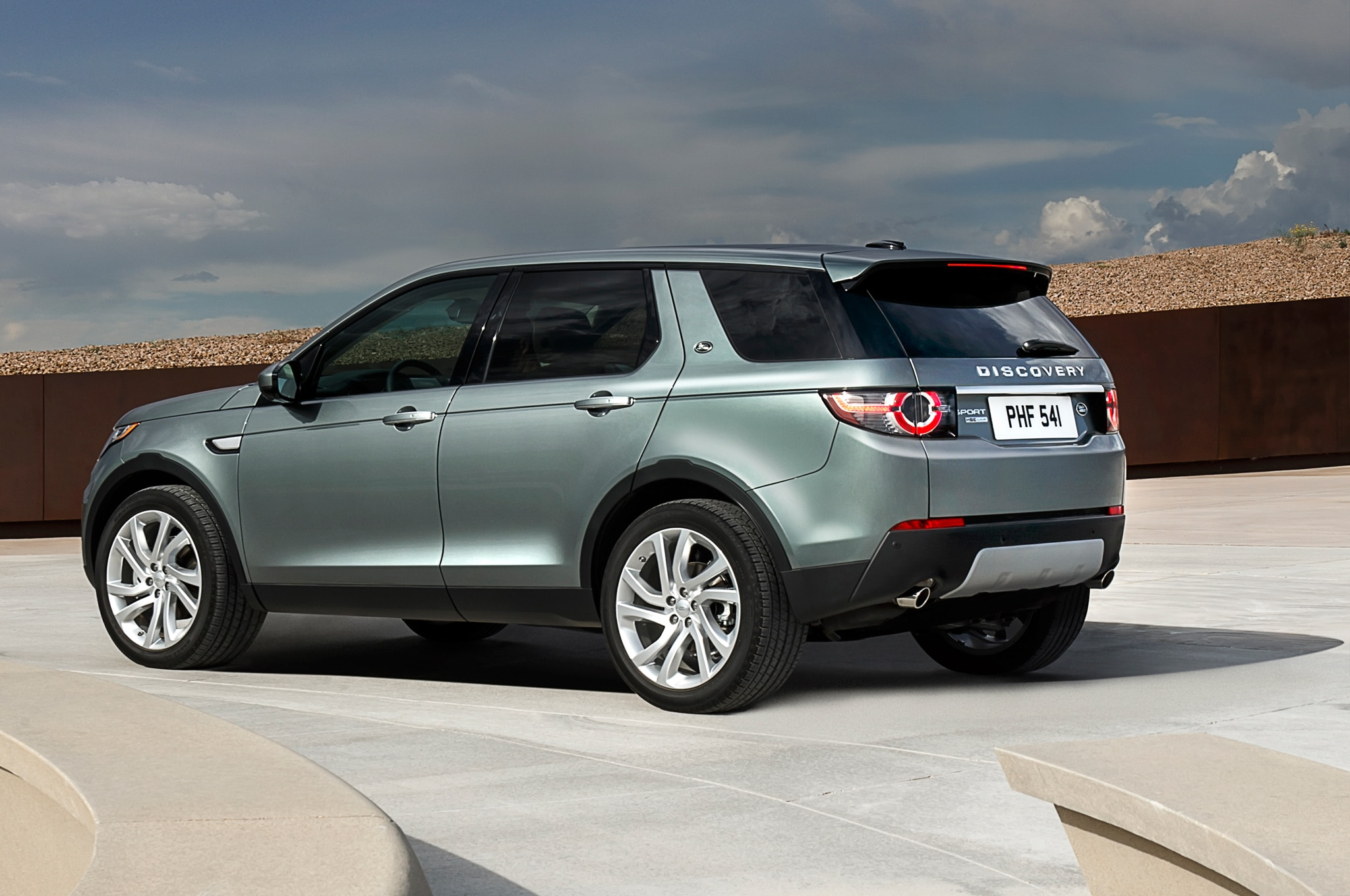 https://st.automobilemag.com/uploads/sites/11/2015/01/2015-Land-Rover-Discovery-Sport-rear-three-quarter1.jpg
