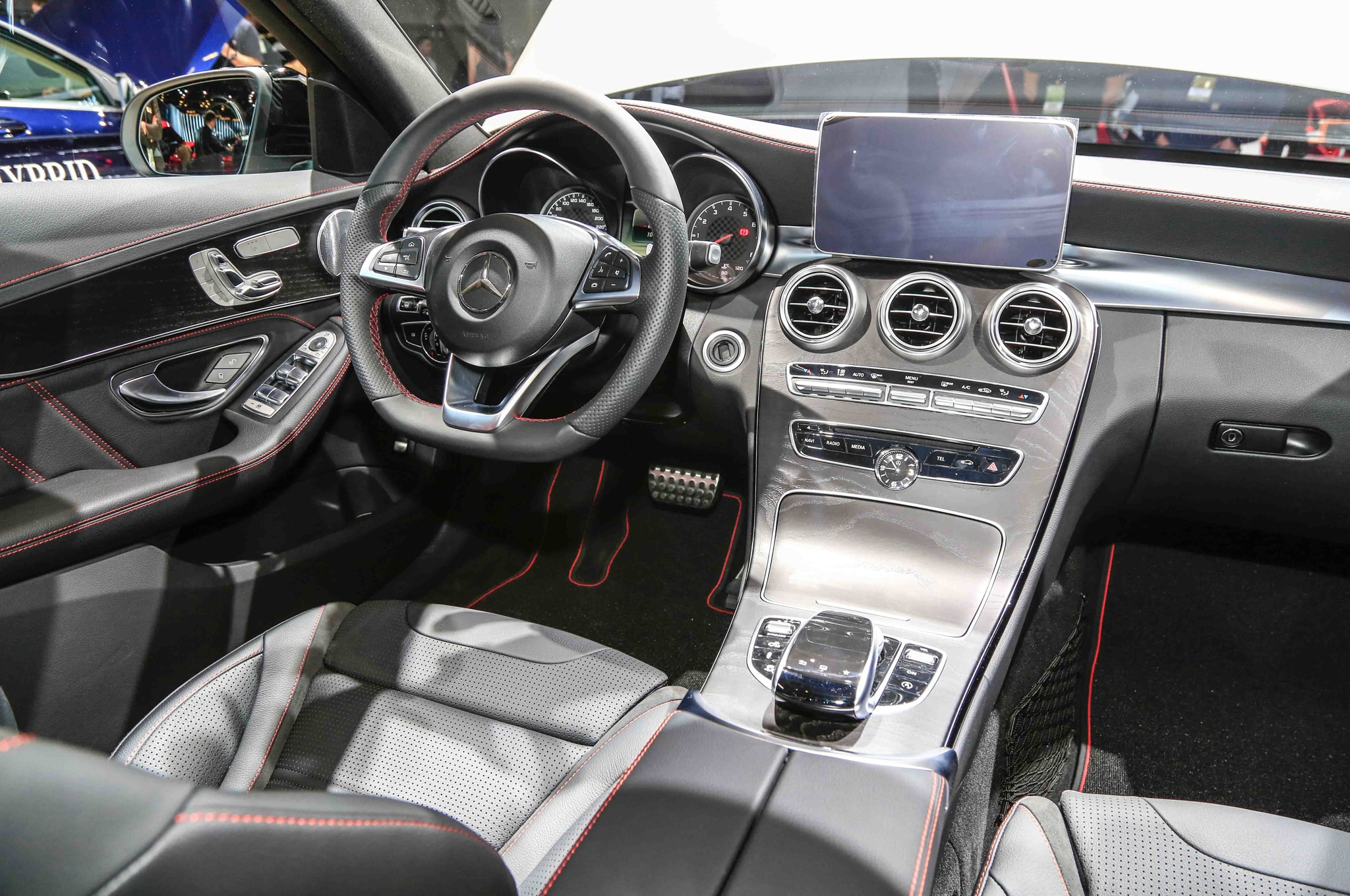 https://st.automobilemag.com/uploads/sites/11/2015/01/2016-Mercedes-Benz-C450-AMG-4Matic-interior.jpg