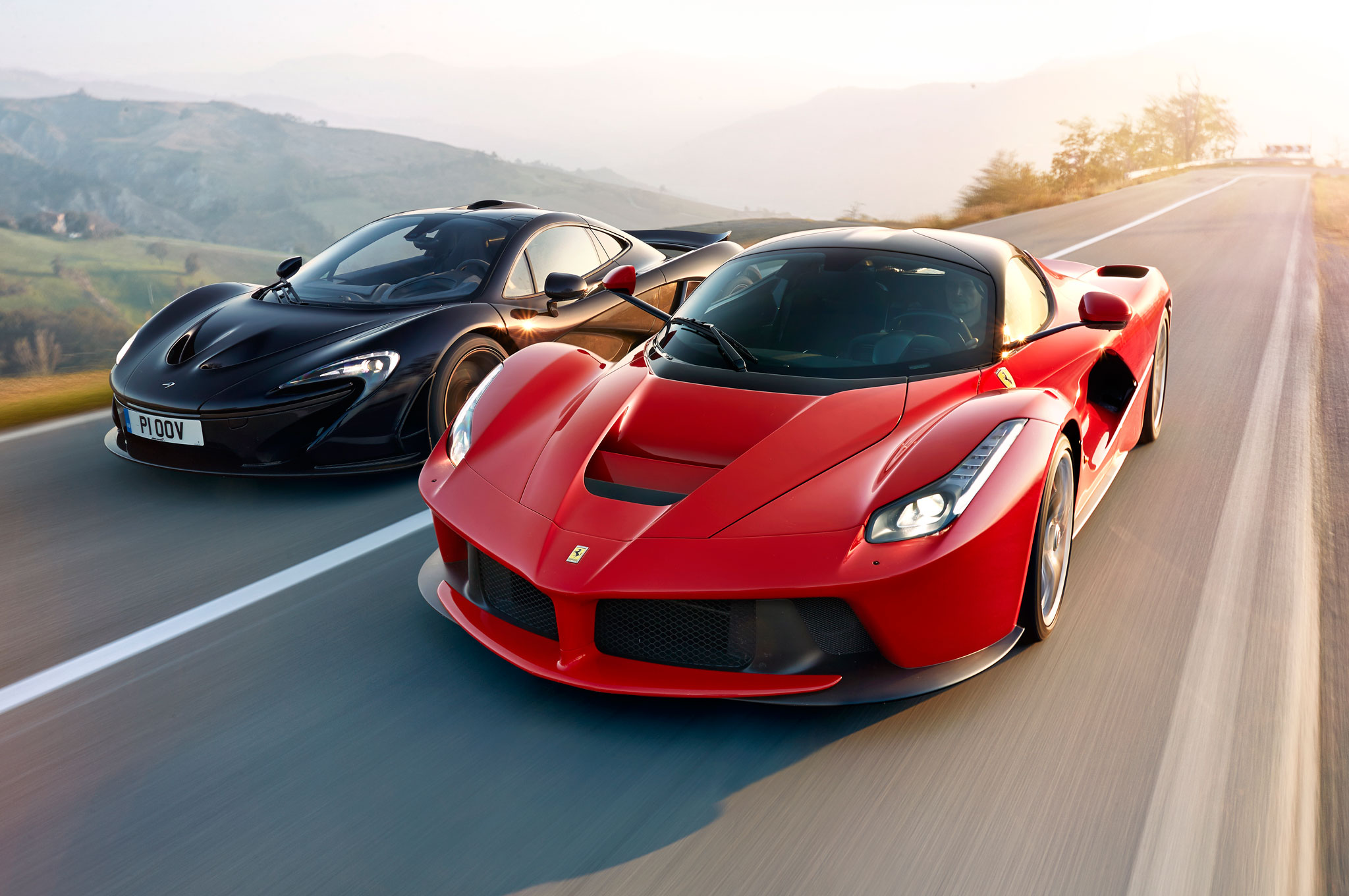 Ferrari LaFerrari Vs McLaren P1 Lead
