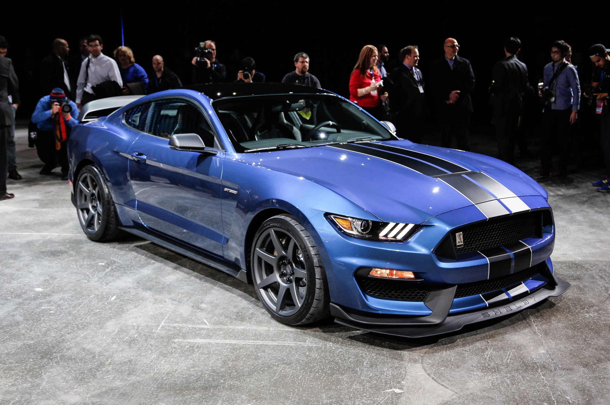 Ford Shelby GT350R Mustang Front Three Quarters 02