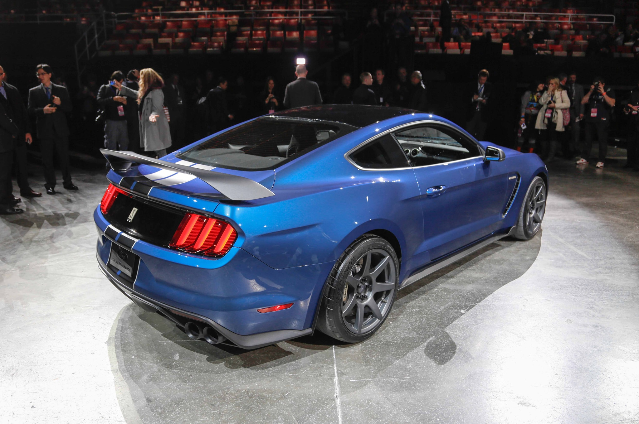 Ford Shelby GT350R Mustang Tears Rubber in Detroit Debut