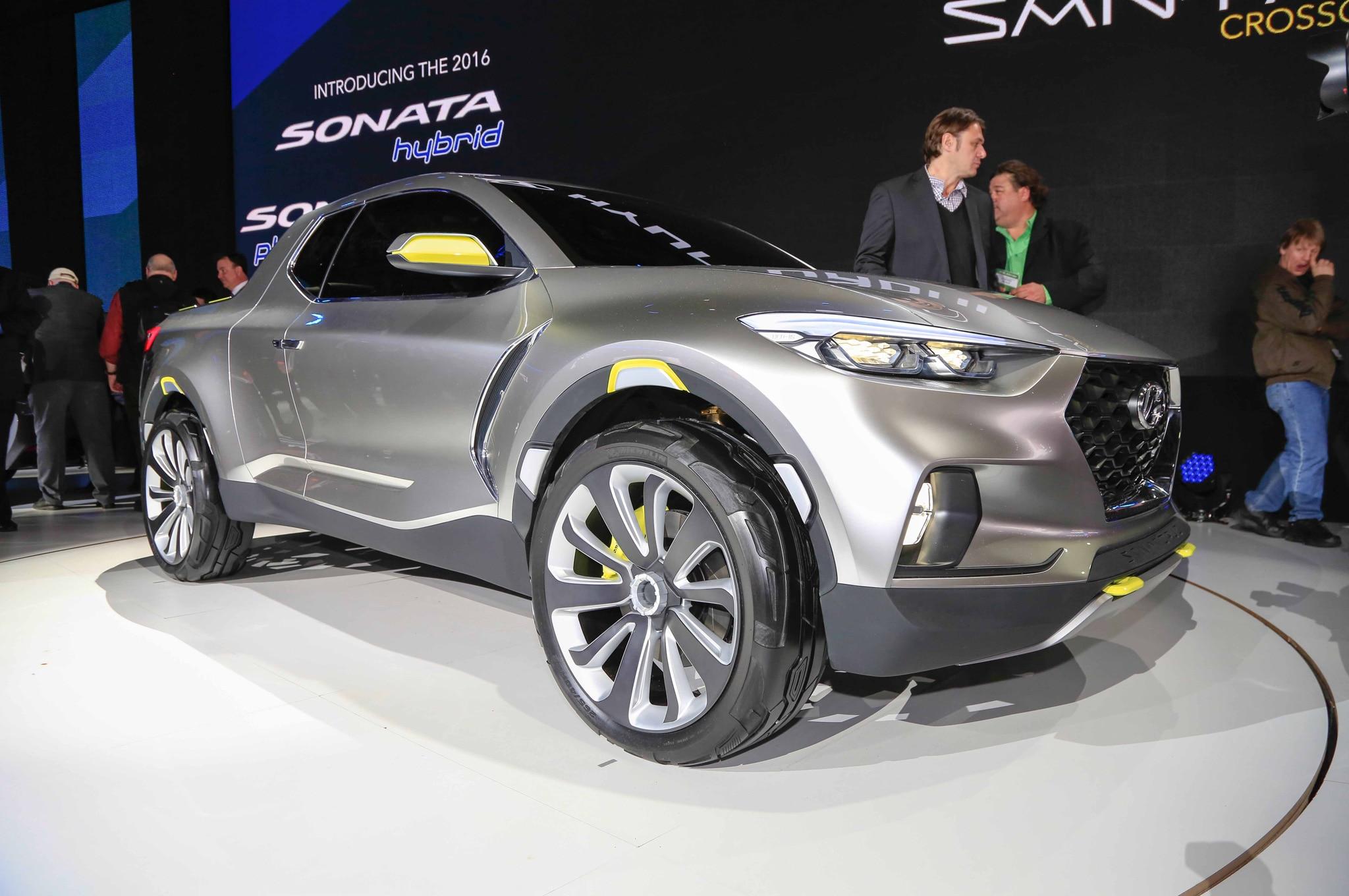 Hyundai Santa Cruz Crossover Truck Concept Front Three Quarter 02