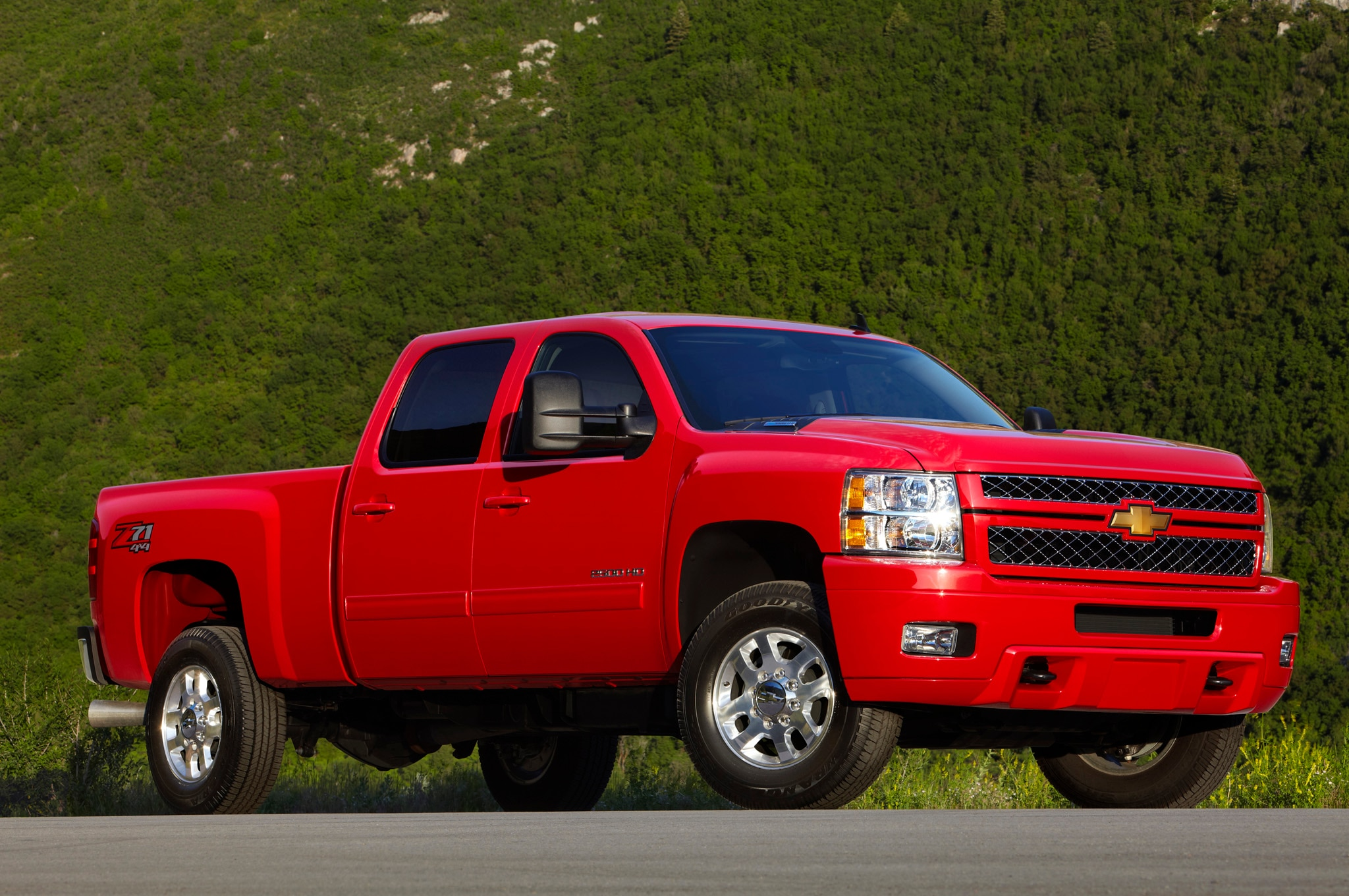 2015 Chevrolet Silverado Custom Adds 20-Inch Wheels ...