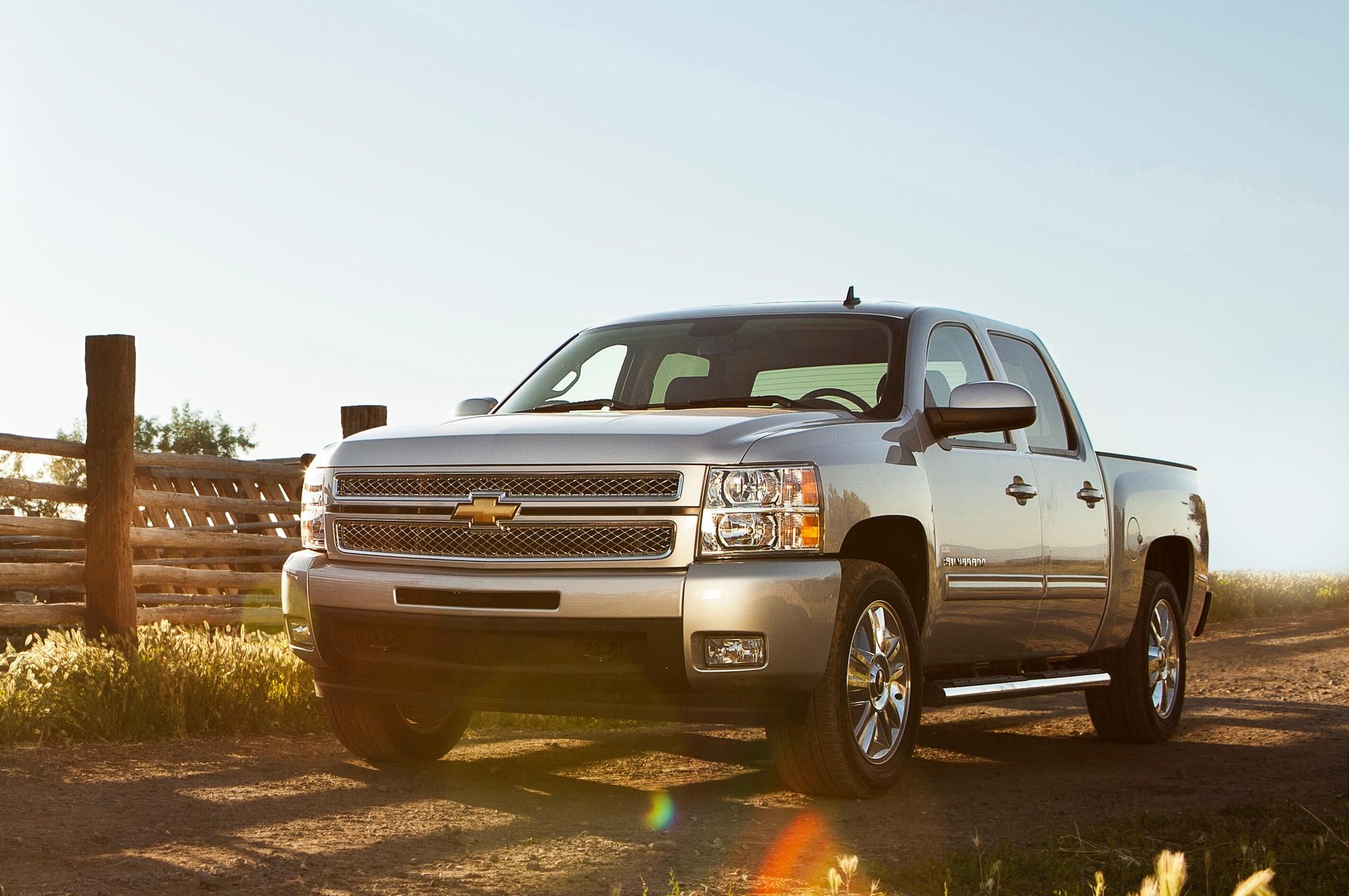 2015 Chevrolet Silverado Custom Adds 20 Inch Wheels