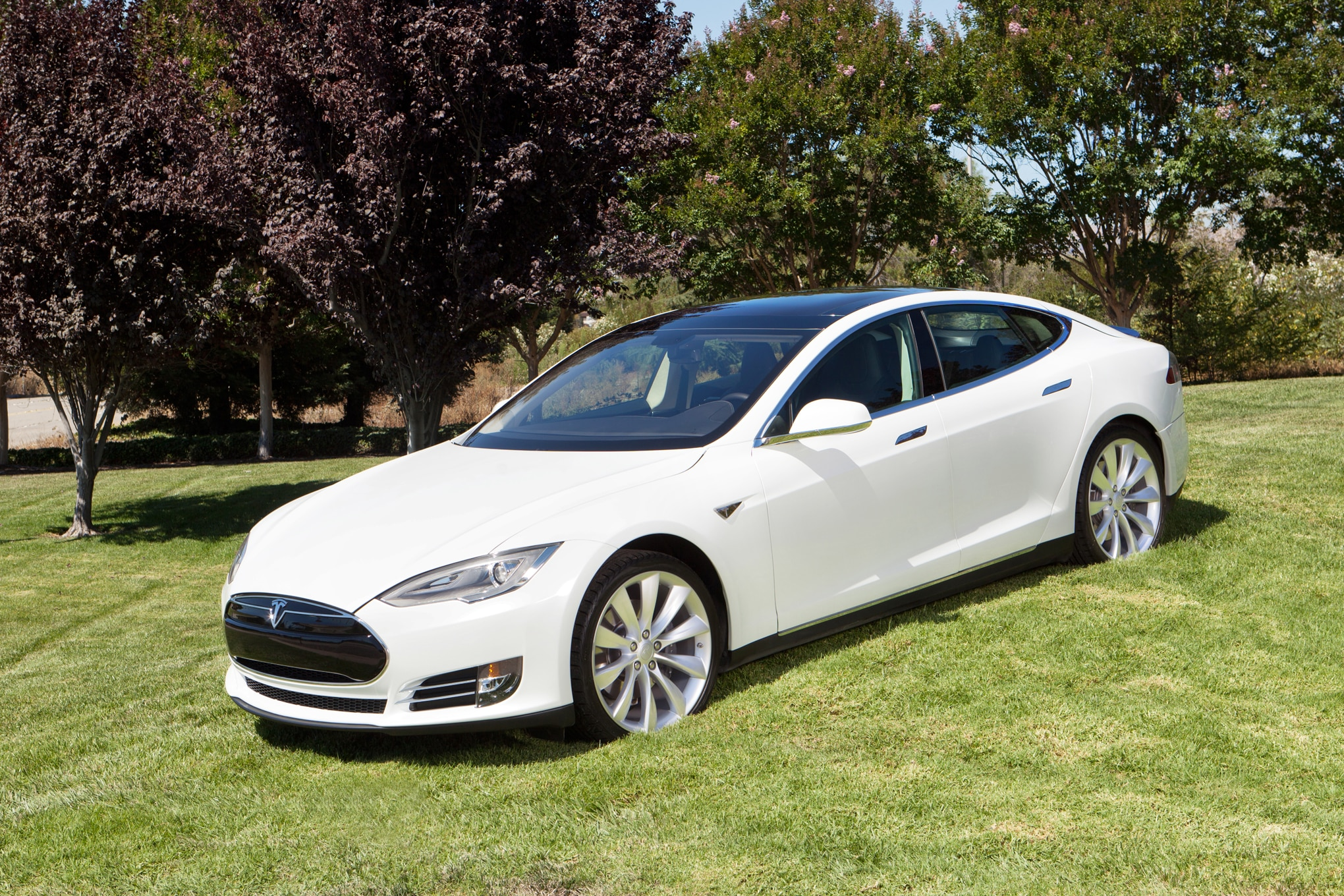 Tesla Model S Adds Executive Rear Seating Package