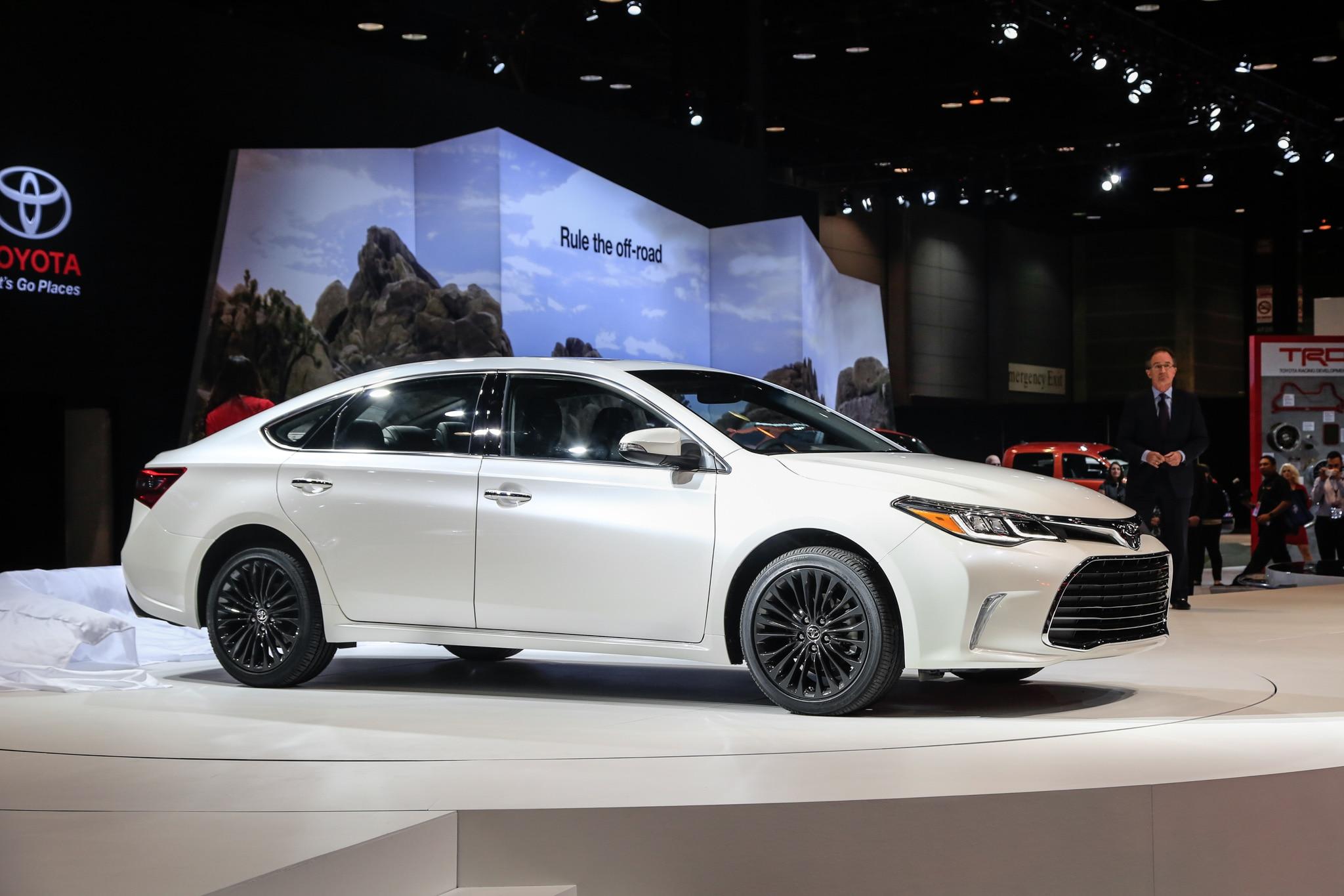 2016 Toyota Avalon Front Three Quarter