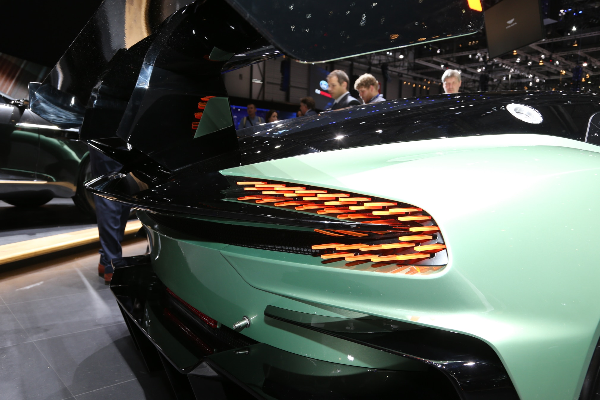Aston Martin Vulcan Brings 800 Hp V 12 To Geneva