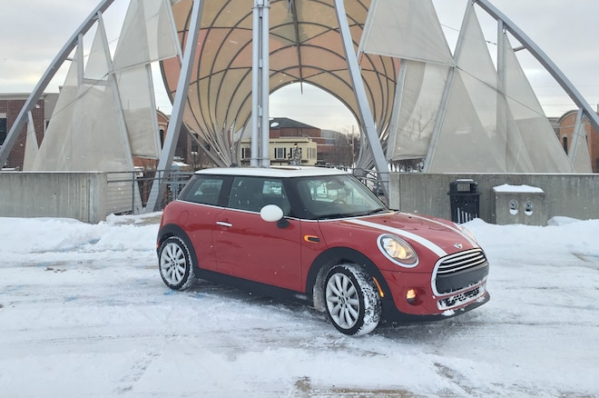 2014 Mini Cooper Front Three Quarter On Snow 03