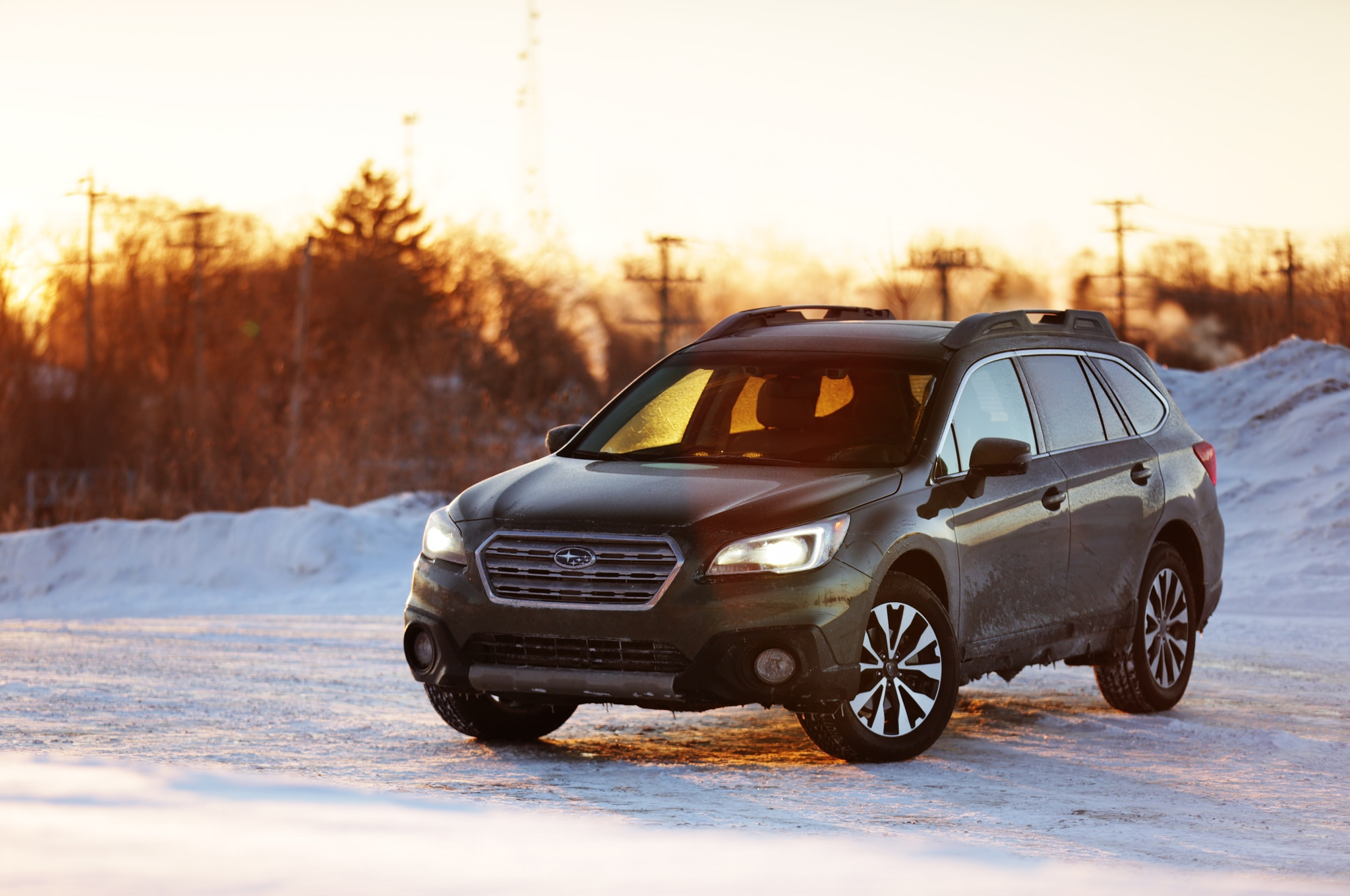 2015 Subaru Outback 36R Limited Front Three Quarter 031