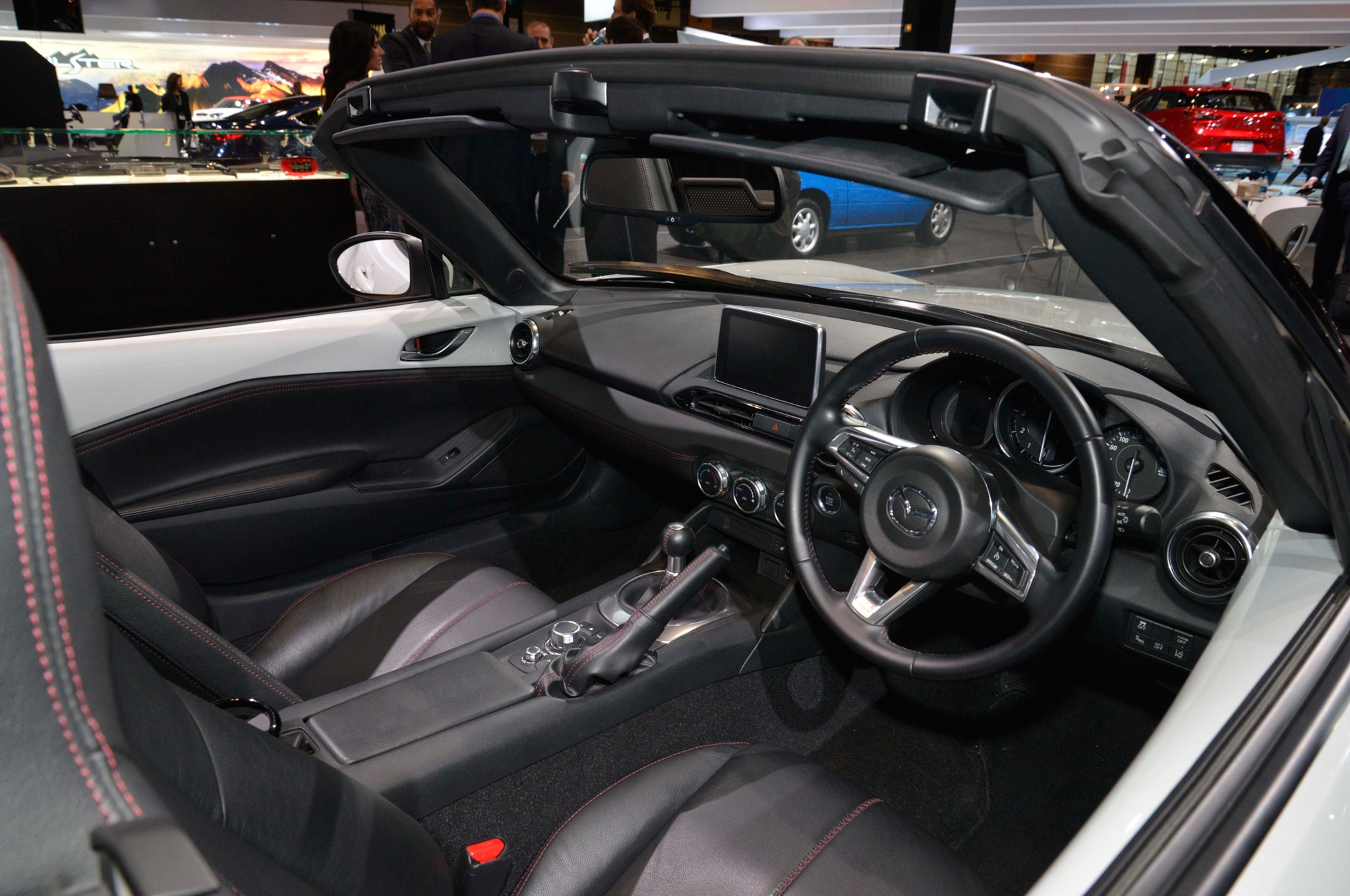 https://st.automobilemag.com/uploads/sites/11/2015/03/2016-Mazda-MX-5-Accessories-concept-cockpit.jpg