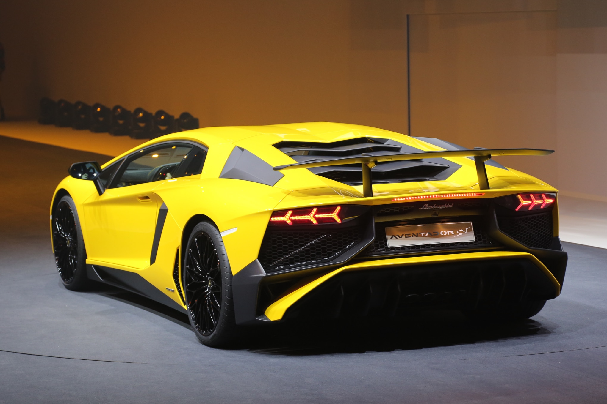 Lamborghini Aventador Lp750 4 >> Lamborghini Aventador LP750-4 SV Debuts with 740 HP