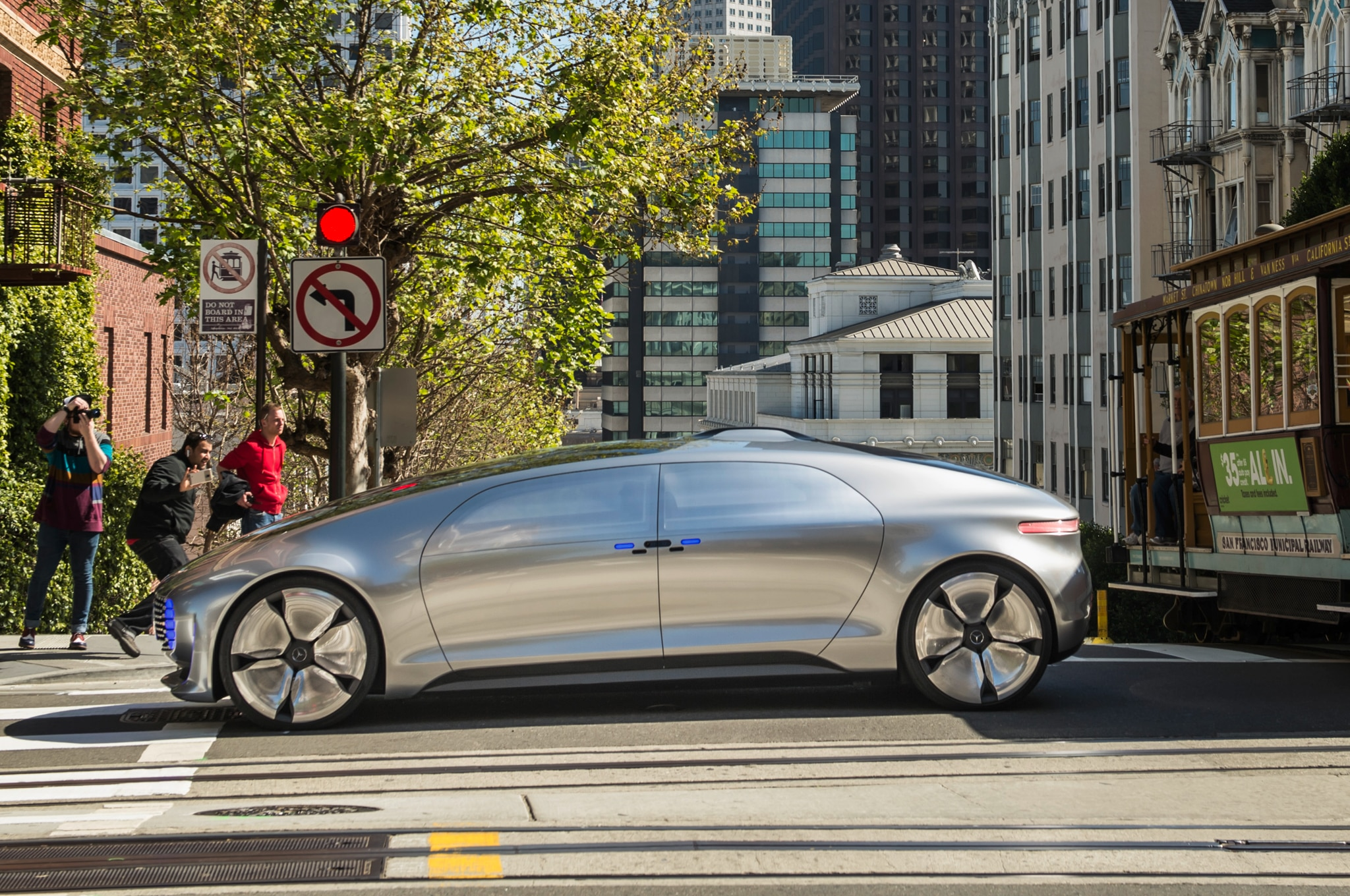 Mercedes Benz Of San Francisco >> Riding In The Mercedes Benz F 015 Luxury In Motion Concept Automobile
