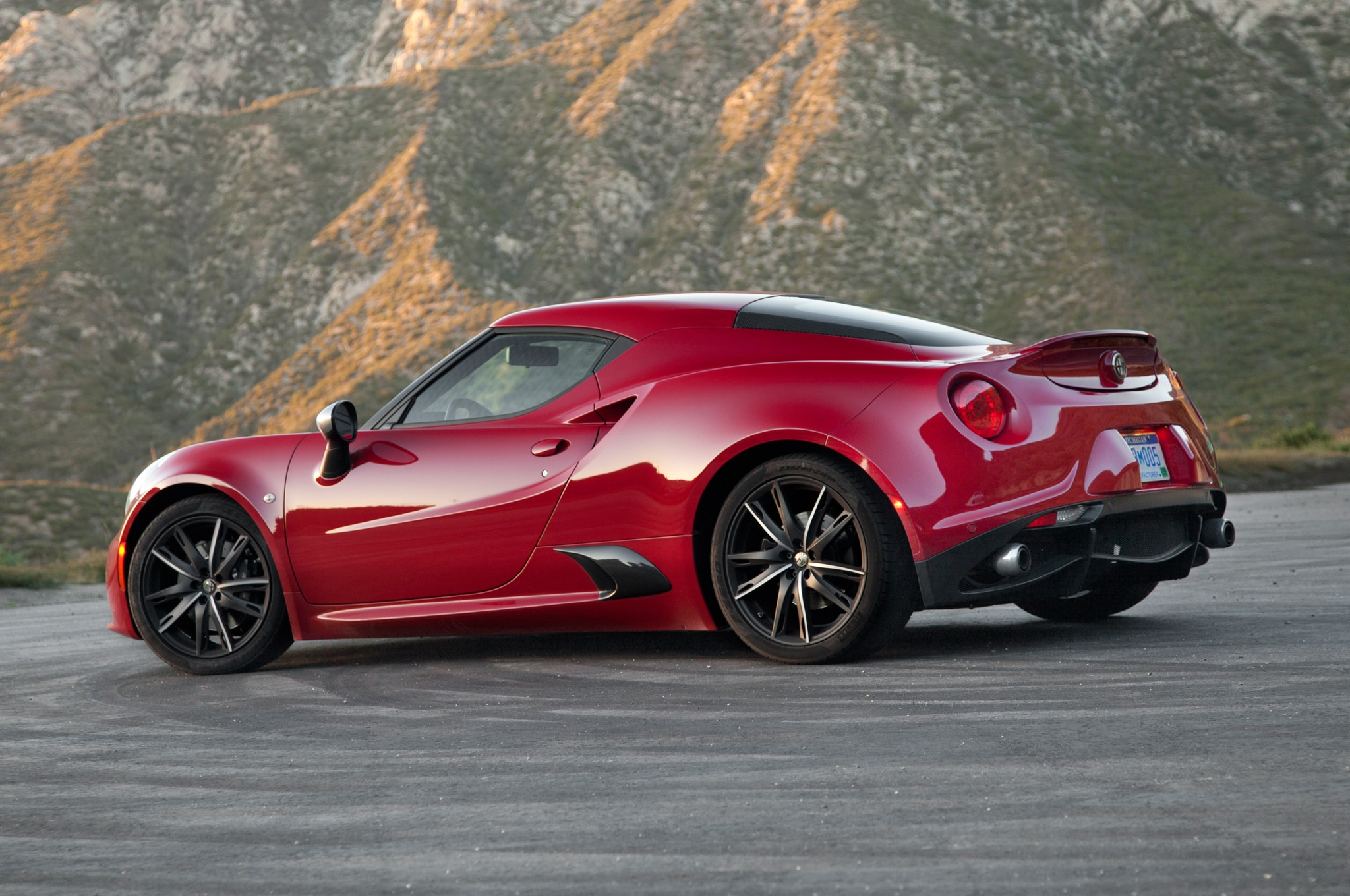 2015 Alfa Romeo 4C Coupe and Alfa Romeo 4C Spider – Four Seasons