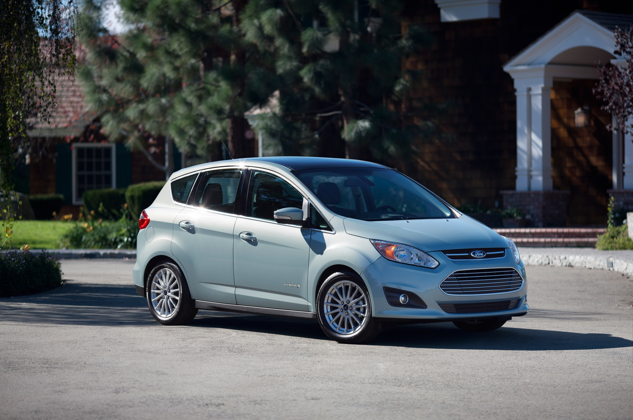 2015 Ford C Max Hybrid Front Three Quarter1