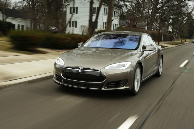 2015 Tesla Model S 70D Front Three Quarter Motion 3