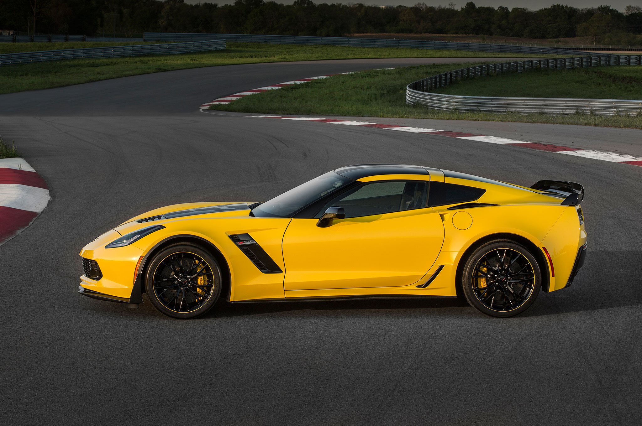 2016 Chevrolet Corvette Z06 Adds Limited-Edition C7.R Appearance Pack