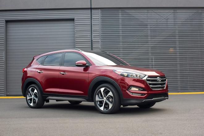 2016 Hyundai Tucson Front Three Quarter 041