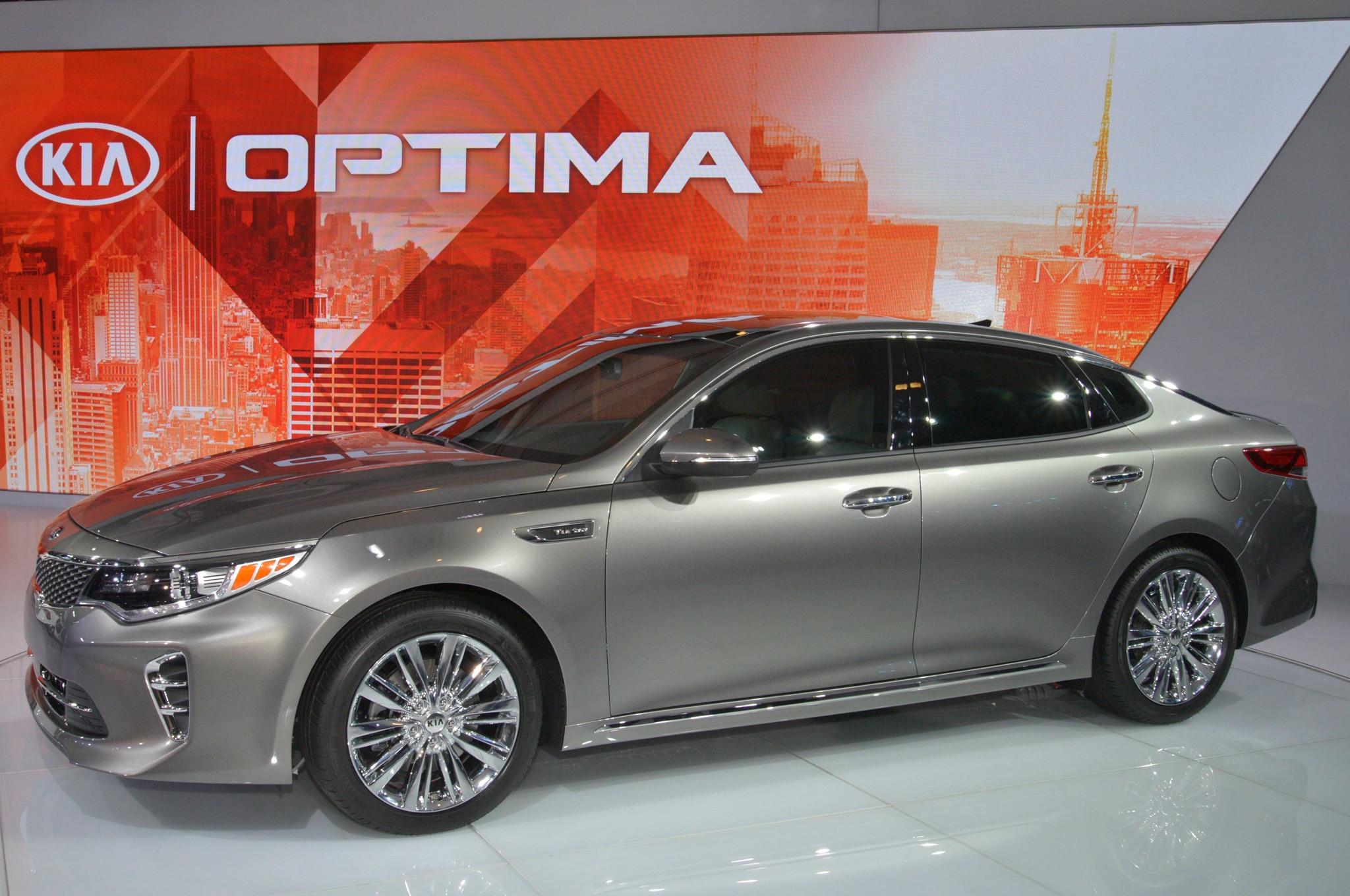 2016 Kia Optima Front Three Quarter