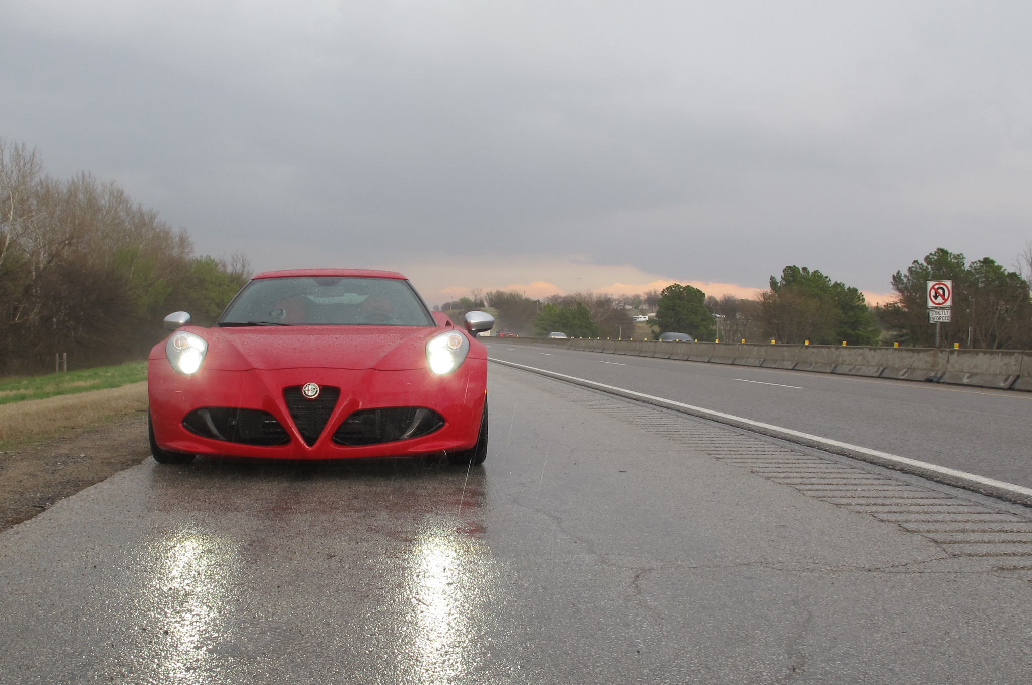 2015 Alfa Romeo 4C Front End 02