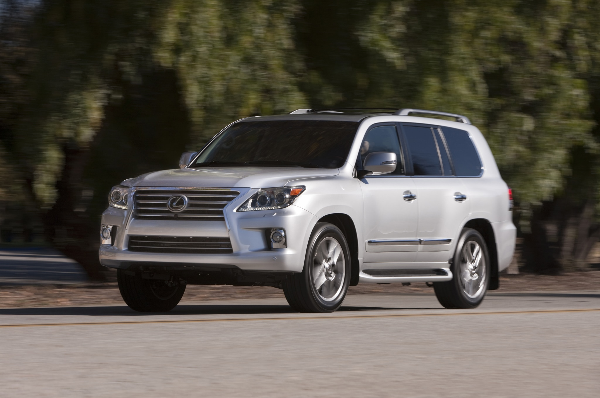 2015 Lexus LX 570 Front Three Quarter In Motion 02