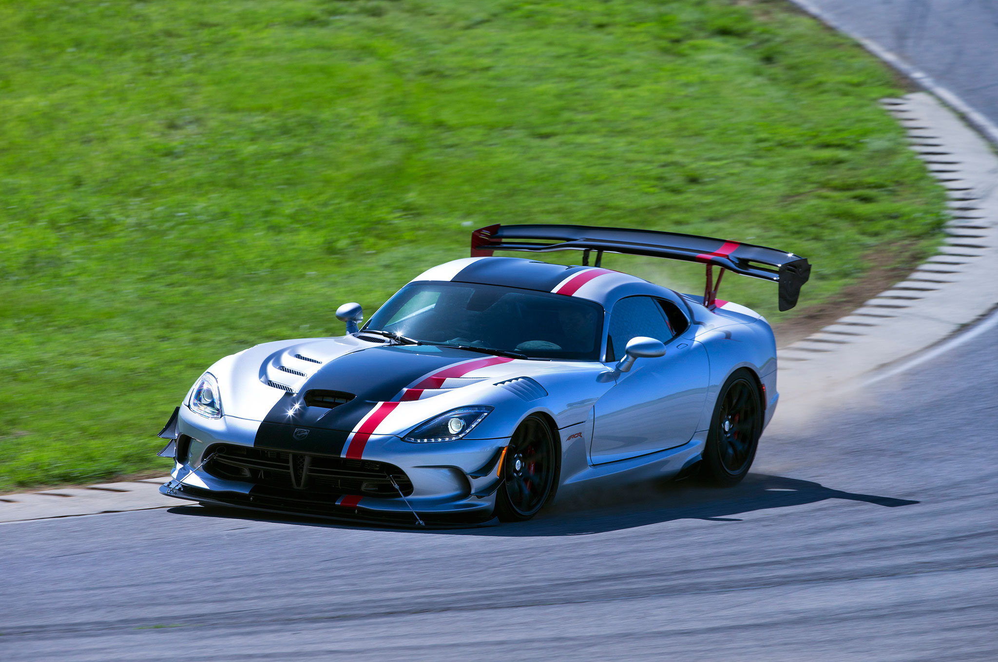 2016 Dodge Viper ACR Front Three Quarter In Motion