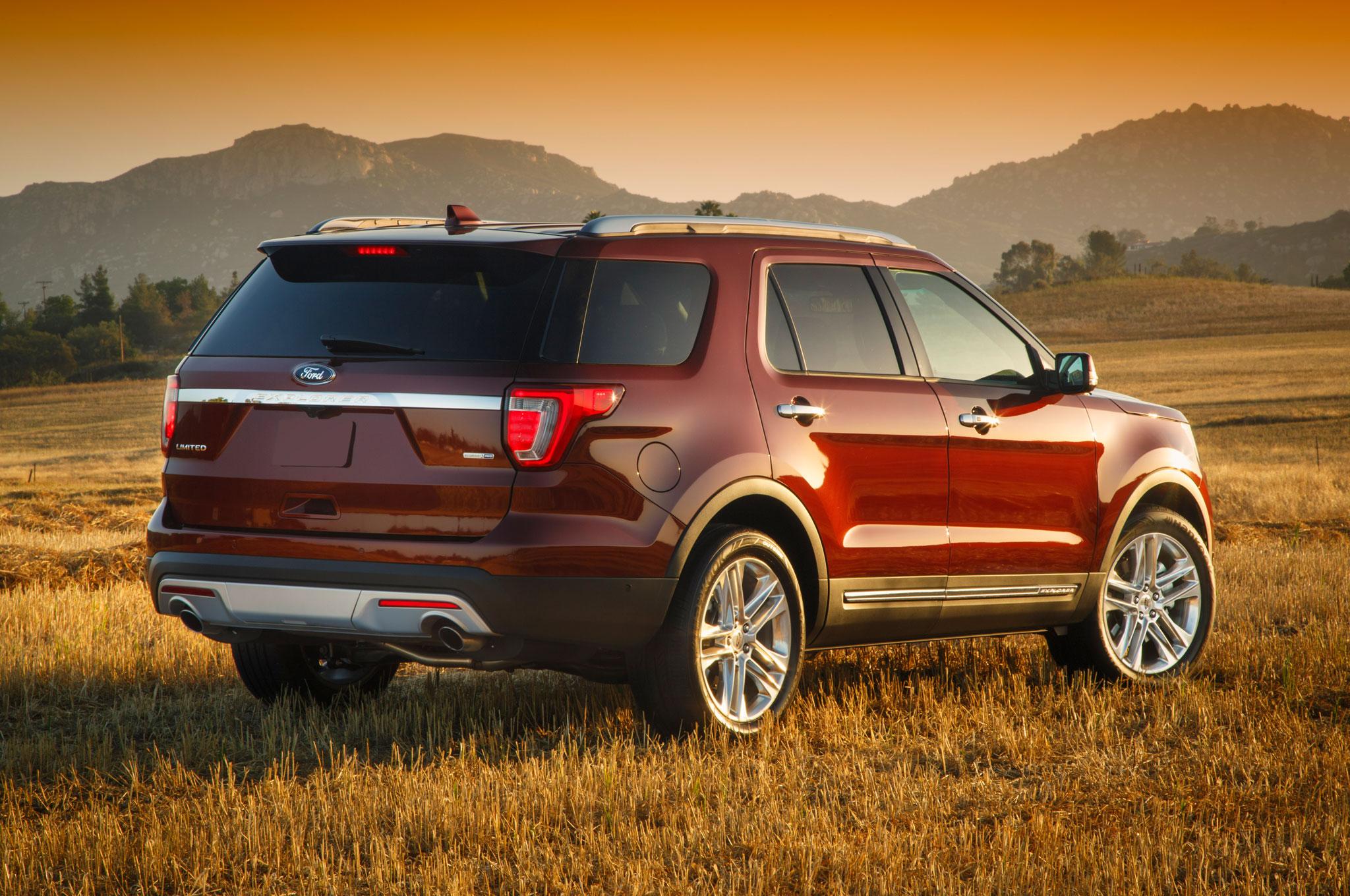 2016 ford explorer limited rear three quarter