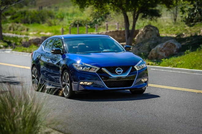 2016 Nissan Maxima Front Three Quarter In Motion 02